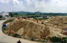 Xôn xao 'núi' cát khủng do vợ Chánh văn phòng UBND tỉnh Quảng Ngãi làm chủ