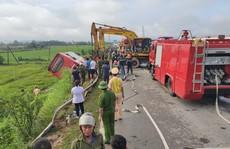Xe khách lao xuống ruộng trong đêm, 1 người chết, hàng chục người bị thương