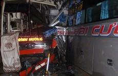 3 xe khách tông nhau trong đêm, nhiều người bị thương