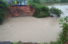 Mưa lớn, hàng trăm hộ dân bị ngập, học sinh nghỉ học, toàn hồ đập bị đe dọa