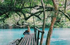 Đến Quảng Bình, 'detox' tinh thần dưới dòng suối xanh ngọc bích