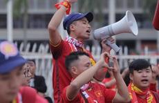 Biển người cổ vũ cho tuyển Việt Nam đại chiến tuyển UAE