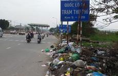Bãi rác gần trạm thu phí