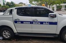Ôtô dán chữ 'AN NINH MIỀN BẮC' lùi ngược chiều ở Cần Thơ gây bức xúc