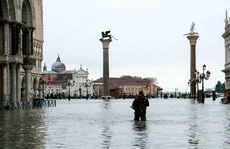 Cận cảnh dân Venice lóp ngóp trong 'dấu ấn vĩnh viễn'