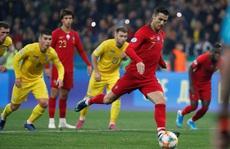 Ronaldo 'kéo' đoàn tàu Bồ Đào Nha về đích Euro