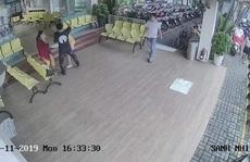 Tài xế beCar bị tố đánh khách hàng nữ tại sảnh bệnh viện ở TP HCM