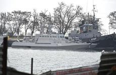 Nga trả 3 tàu hải quân, Ukraine vẫn nói cứng