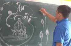 Thầy giáo vẽ tranh bằng phấn trắng trên bảng đen khiến học trò thích thú, cuốn hút mỗi giờ học