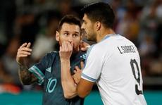 Suarez và Messi lập công nghẹt thở ở 'siêu kinh điển River Plate'