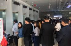 Nghe tin ngân hàng sắp phá sản, người dân Trung Quốc đổ xô đi rút tiền