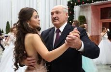 """Hoa hậu kiêm """"bạn gái tin đồn"""" của tổng thống Belarus thành nghị sĩ"""