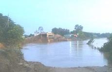 Cầu Chắc Rè đang thi công, đường dẫn bị 'hà bá' nuốt chửng trong đêm