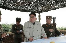 Ông Kim Jong-un ra đảo tiền tiêu, lệnh quân đội nã pháo