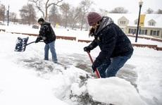 """Mỹ oằn mình trước bão tuyết, """"bom lốc xoáy"""""""