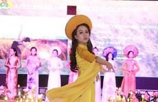 Nhạt phai áo dài xứ Huế
