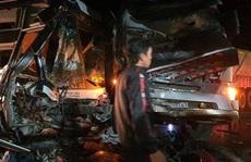 Tai nạn kinh hoàng, xe container tông trực diện xe khách chở 20 người