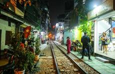 Cà phê đường tàu ở Khâm Thiên: Ngày đóng cửa, tối sáng đèn