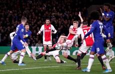 Trọng tài 'xuống tay' 2 thẻ đỏ, Chelsea cầm hòa Ajax 8 bàn thắng