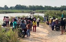 Chính quyền địa phương cấm đò 'vô cảm', người dân liều mình lội sông chết đuối thương tâm
