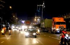 Xe tải nặng tung hoành vào giờ cấm ở TP HCM: CSGT, TTGT đã làm gì?