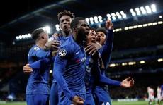 Sao trẻ Abraham quyết ghi bàn, Chelsea mơ soán ngôi Man City