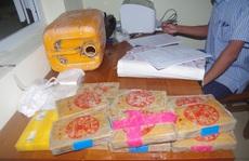 Sự trùng hợp giữa xác cô gái mất đầu và 25 bánh heroin chữ Trung Quốc
