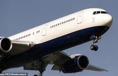 Anh: Bầu trời rền vang khi 2 chiến đấu cơ lao tới chiếc Boeing 'câm lặng'