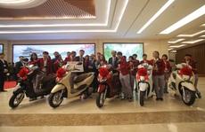 Thủ tướng gặp 2 đội tuyển bóng đá: Rạng rỡ non sông đất Việt