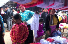 Đến Hà Giang khám phá vẻ đẹp đầy sắc màu của chợ phiên Đồng Văn
