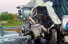 Tai nạn kinh hoàng giữa 2 xe tải khiến tài xế chết thảm