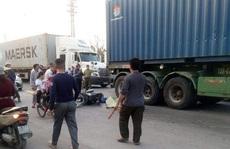 Ông chở cháu đi học về va chạm với xe container, 2 cháu trai tử vong thương tâm