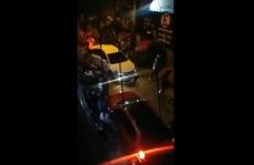 Cảnh sát truy đuổi tội phạm, 9 người đang ăn tiệc chết oan