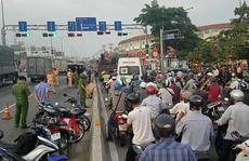 TP HCM: Người đàn ông tử vong nghi bị xe tông trên Quốc lộ 1
