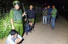 Bao vây nhóm cướp manh động cố thủ trong nhà ở Nhơn Trạch