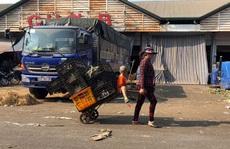 Công nhân bươn chải cuối năm