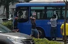 Vụ nhóm côn đồ đập phá xe buýt: Triệu tập 1 trong 8 đối tượng