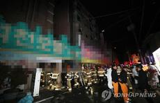Đốt giường của mình để tự tử, hại 33 người khác thương vong