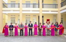 Hanwha Life Việt Nam trao tặng cơ sở y tế ở tỉnh Đắk Lắk
