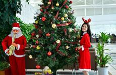 Bất ngờ với Ông già Noel, Công chúa Tuyết ở sân bay