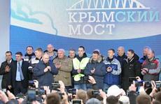 Ông Putin vượt cầu đường sắt dài nhất châu Âu đến Crimea