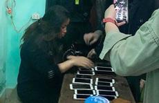 Bắt 'nữ quái' móc trộm 17 chiếc điện thoại trong nhà thờ đêm Noel