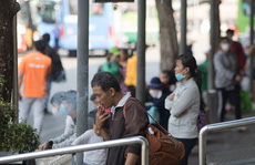 Khó phạt hút thuốc lá nơi công cộng