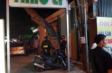 Quán karaoke khóa trái cửa, cảnh sát 'bẻ khóa' bắt nhiều đối tượng nhảy nhót cùng ma túy