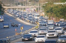 Kẹt xe kinh hoàng 27 km ở Thái Lan