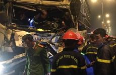 Cảnh sát cắt cabin giải cứu tài xế xe tải bị thương nặng gục trên vô lăng