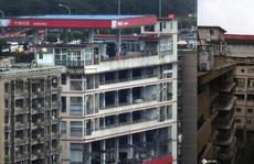 Tòa nhà kỳ lạ tại Trung Quốc có trạm xăng trên tầng cao