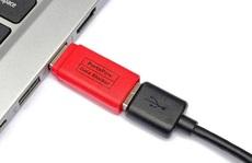 Sử dụng 'bao cao su USB' để tránh mất dữ liệu nơi công cộng