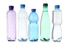 Uống nước kiểu này, nhiễm hóa chất 'uốn cong giới tính'