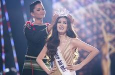 Không chỉ trên sân khấu, Nguyễn Trần Khánh Vân vẫn rất xinh đẹp ngoài đời